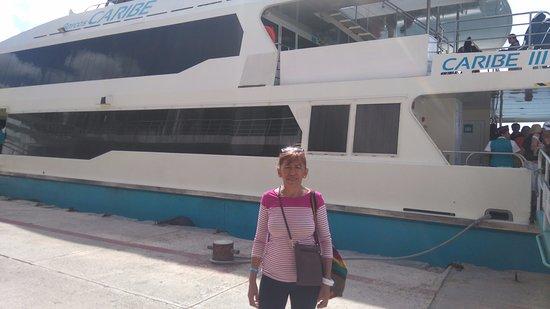 Mexico Maya Caribe: El ferry muy grande , limpio, cómodo, seguro, agradable sus asientos rápido el recorrido y segur