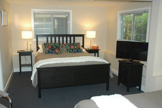 Cambie Lodge Bed & Breakfast: Oak Room