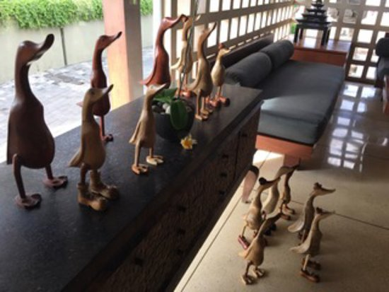 Bali Niksoma Boutique Beach Resort: Ducks in the Lobby
