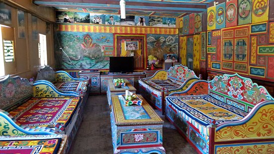 Danba County, จีน: The very attractive dormitory/lounge area, upstairs from the entry courtyard.