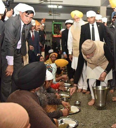 Davinder Singh's Amritsar Heritage Walk:  MODI Ji  doing HERITAGE thing.....