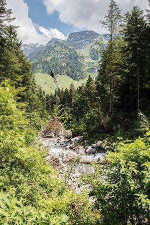 Melchtal, Schweiz: Zip-Line über den Cheselenbach