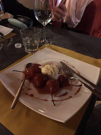Montemagno, Itália: pere cotte e gelato. molto buone