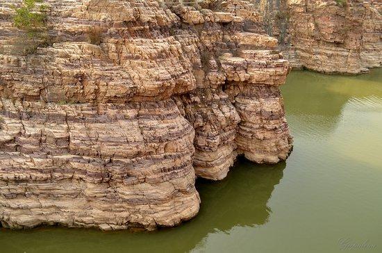 Linzhou, Cina: Крутые берега.