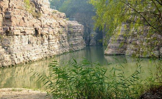 Linzhou, Китай: Нижняя часть парка Южный утес.