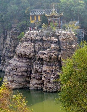 Linzhou, China: Нижняя часть парка Южный утес.