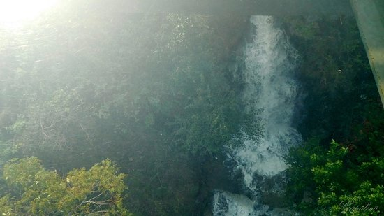 Linzhou, China: Водопад под стеклом.