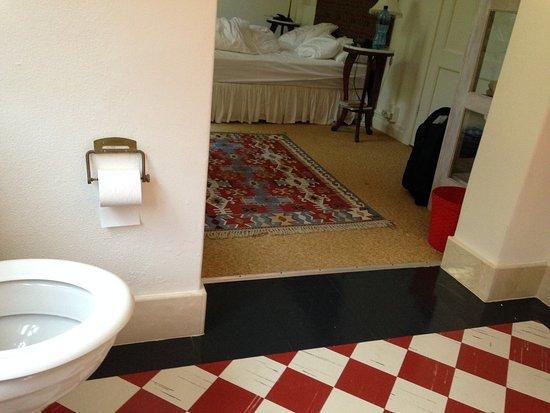 Muizenberg, Sudáfrica: Toilet=bedroom ... prison style