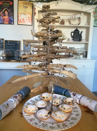 Sturminster Newton, UK: Homemade gluten free mince pies - a little treat with a cup of deliciously responsible 918 coffe