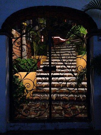 La Terraza Inn: Front gate