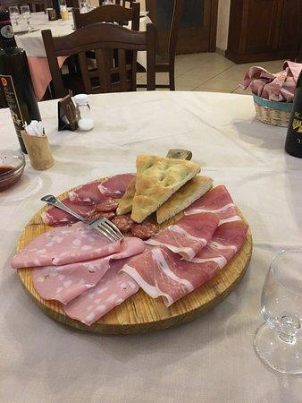 Citta Sant'Angelo, Italia: Meraviglioso posto con vista panoramica, sei vuoi rilassarti e mangiare bene questo è il posto g