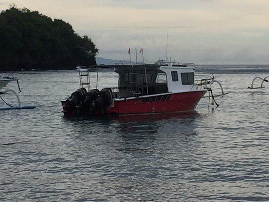 Padangbai, Indonésia: En av senterets båter.