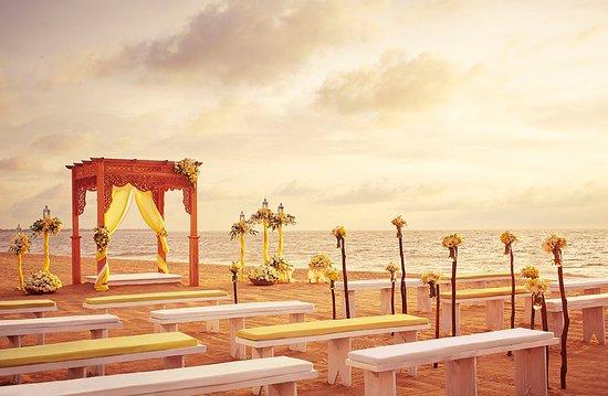 Jetwing Blue: Beach wedding