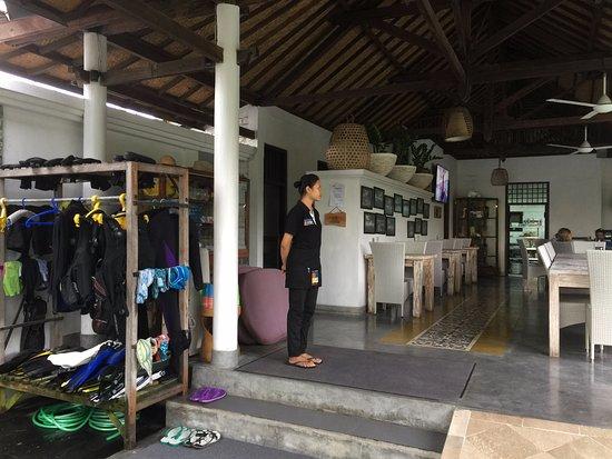 Padangbai, Indonezja: Dykkersenteret inkludert i restauranten.