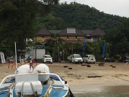 Padangbai, Indonezja: Hele OK Divers sett fra stranden.