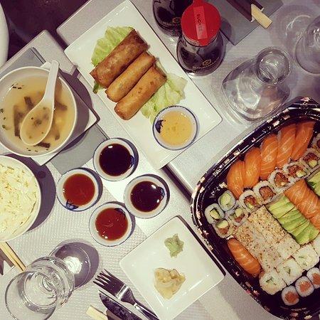 Vanves, Frankrig: Plateau de sushis à 35€ + Soupe miso + Nems aux légumes