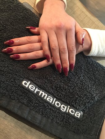 Newhaven, UK: Amazing set of acrylics today. Staff were absolutely lovely. Amazing treatments at a very good p