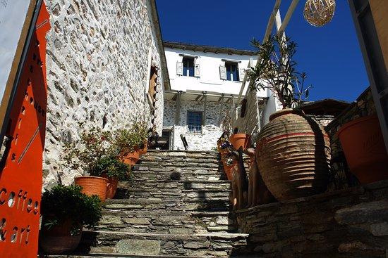 Makrinitsa, Grecia: Paschalis art house entrance