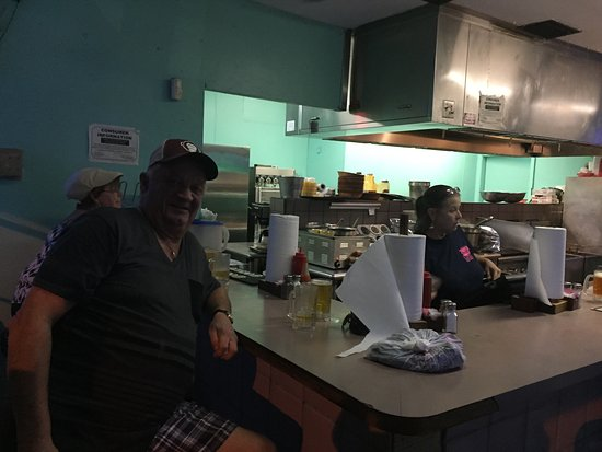 Dania Beach, FL: Great local place. Small and unique. We tried several things. Buffalo shrimp, wings,shrimp cockt