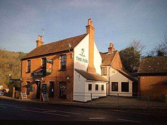 Farnham, UK: The Fox, Lower Bourne