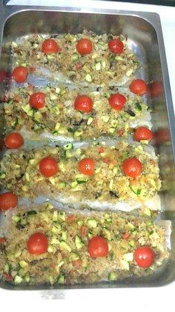 Pratola Peligna, Italia: Filetti si pesce persico con sbriciolata di pane e verdure