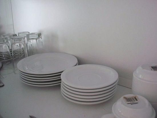 Hängeschrank Küche Mit Töpfen Und Geschirr Bild Von Residence