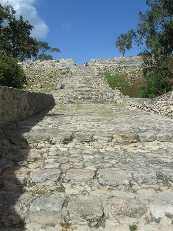 Izamal, Meksyk: Partway up the main pyramid