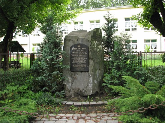 The synagogue - memorial plaque, obelisk