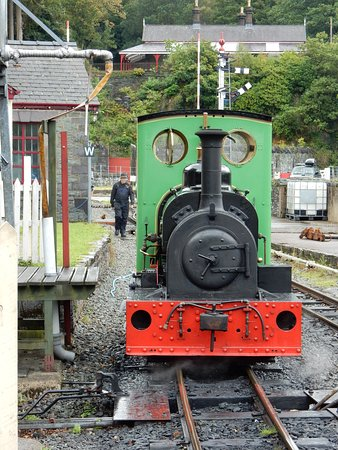 The Llanberis Lake Railway passes The National Slate Museum.