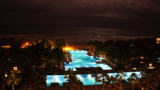Vinpearl Da Nang Resort & Villas: Fabulous night view from the room