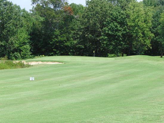 Tappahannock, VA: Approach Shot on Hole #1
