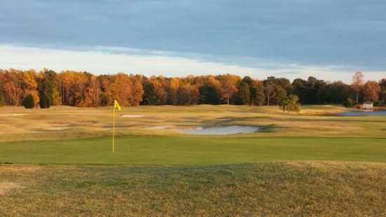 Tappahannock, VA: Fall photo of Hole #18 Green