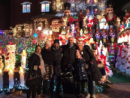 Foto Di Natale New York.In Tour A Dyker Heights Brooklyn Per Le Luci Di Natale Picture Of