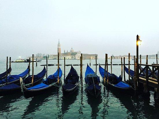 Hotel Savoia: La vicinissima Venezia