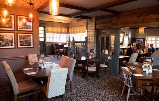Fox and Hounds Whitchurch: Dining