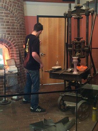 Sandwich Glass Museum : Reheating