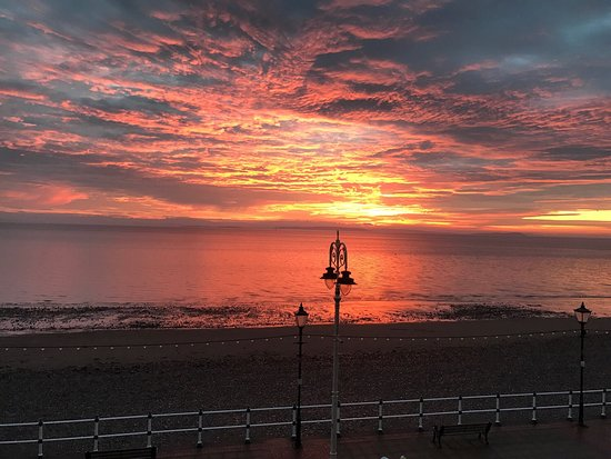 Penarth, UK: Sunrise as viewed from our room .