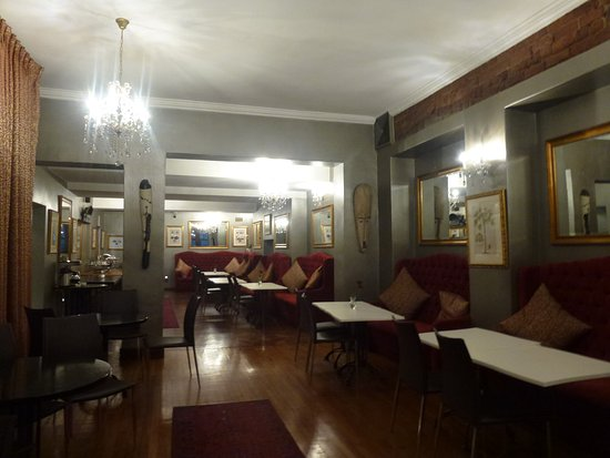 Tudor Hotel: sala della colazione