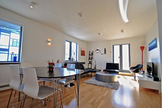 Reykjavik4you Apartments Hotel: Two Bedrooms Apartment (accommodation max 5 adults) - Dining area and living room.