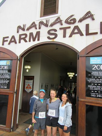 Nanaga, África do Sul: Entrance to the farm stall. Ample parking available. Do not leave valuable in sight.