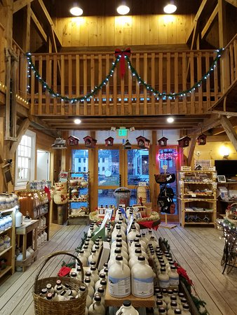 Putney, VT: Holiday decorations at the Hidden Springs Maple Farm Store