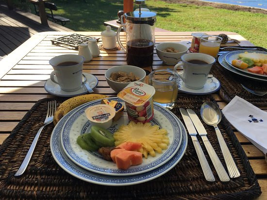 Tamarin: Magnificent view and fabulous breakfasts