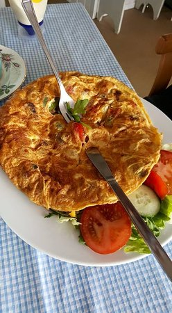 Winkfield, UK: cracking omelette