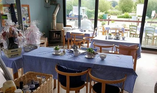 Winkfield, UK: nice and cosy in the winter, nice outside eating area for the summer