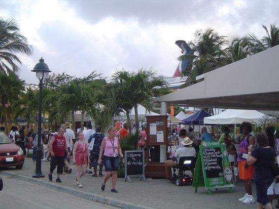 Kralendijk, Bonaire: The Market