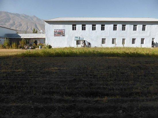 Ishkashim, Tajikistan: Keine Kaserne, sondern eine akzeptable Herberge