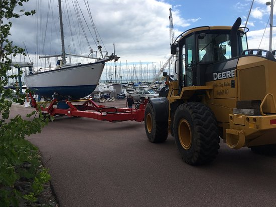Bayfield, WI: Pikes Bay Marina hauls and launches boats