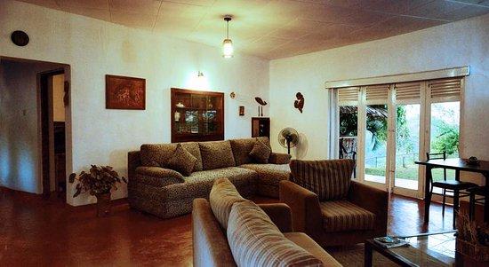 Heslaa Hills: TV Lounge