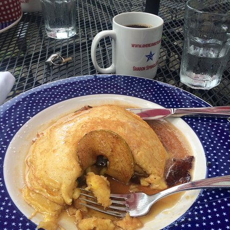 Sharon Springs, NY: Cinnamon apple stuffed pancakes