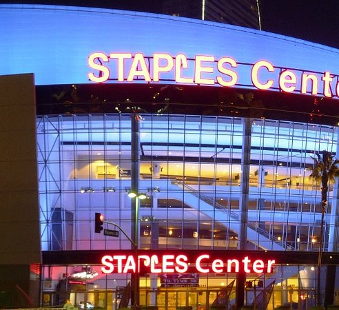 4e70ad13b Staples Center  Tampak depan. the staples center. championship banners and retired  jerseys